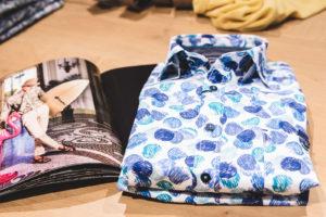 Blau gepunktetes Hemd von Casa Moda