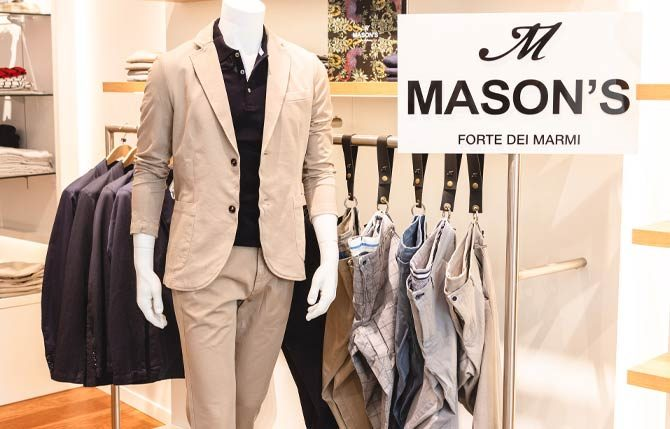 Cremeweiße Suit und hängende Hosen von Masons